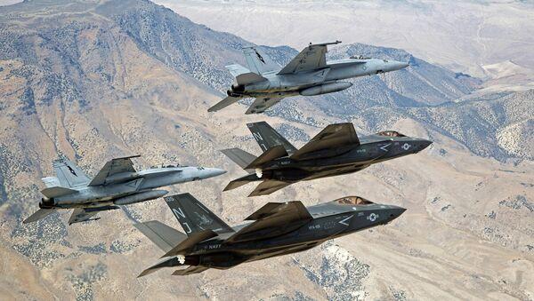 F-35C Lightning IIs e F/A-18E/F Super Hornets - Sputnik Italia