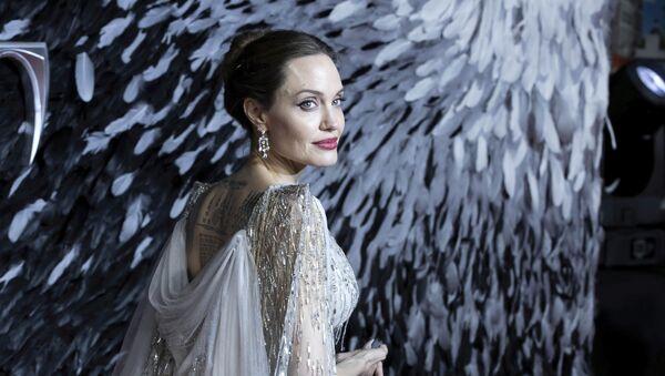 Актриса Анджелина Джоли на кинопремьере в Лондоне - Sputnik Italia