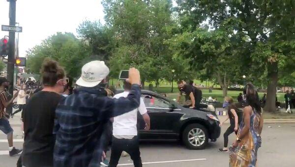 Proteste nelgli USA dopo la morte dopo che la morte di George Floyd durante il suo arresto è stata ripresa in un video - Sputnik Italia