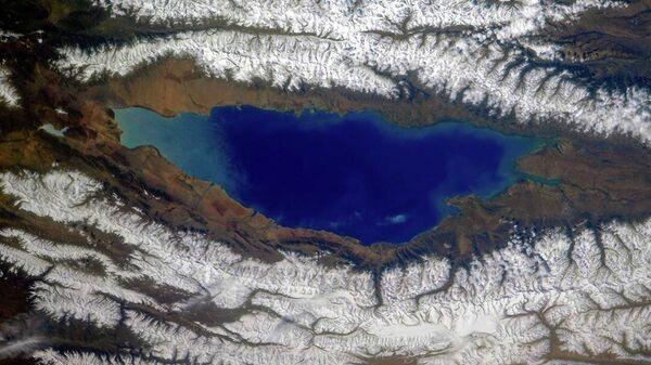 Lago Issyk-Kul e le creste circostanti del Tien Shan settentrionale, Kirghizistan - Sputnik Italia