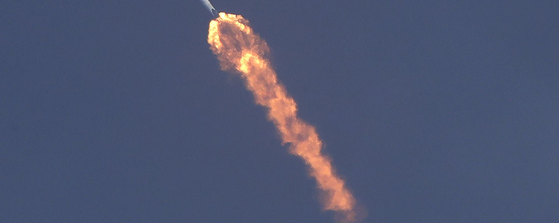 La navicella Crew Dragon, sviluppata dalla SpaceX di Elon Musk, in volo verso la ISS. - Sputnik Italia, 1920, 02.06.2021
