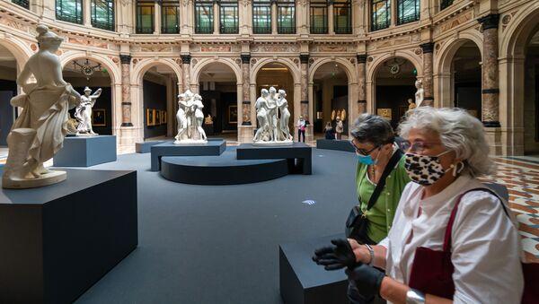 Visitatori alla mostra Le gallerie d'Italia a Milano - Sputnik Italia