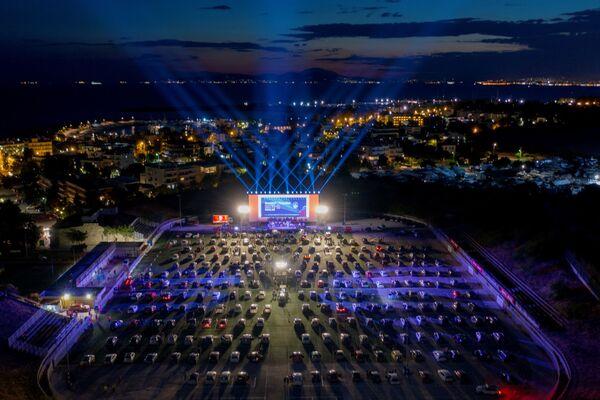 La vista aerea del festival a cui ingresso è permesso soltanto in automobili nei pressi di Atene, Grecia.  - Sputnik Italia