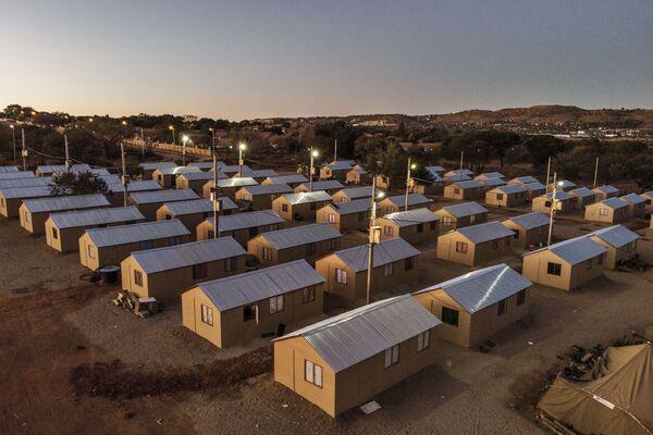Alloggi temporanei per le persone nei pressi di Johannesburg, Sudafrica, visti dall'alto. - Sputnik Italia