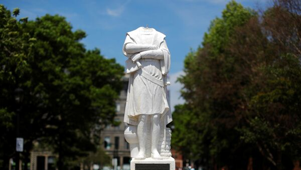 La statua di Cristoforo Colombo a Boston decapitata - Sputnik Italia