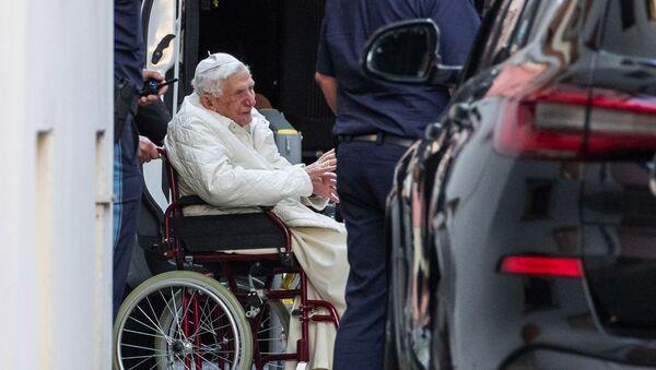 Debolissimo Papa Benedetto XVI (Joseph Ratzinger) a Ratisbona - Sputnik Italia