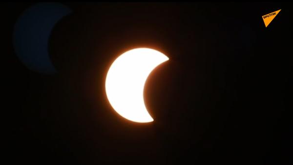 Rara eclissi solare con anello di fuoco per il solstizio d'estate 2020 - Sputnik Italia