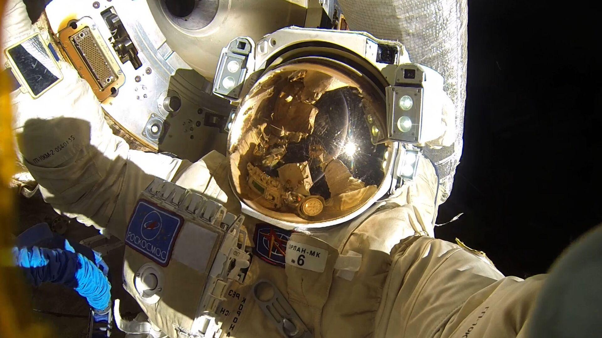 Passeggiata nello spazio di due cosmonauti russi (Anton Shkaplerov e Alexandr Misurkin) - Sputnik Italia, 1920, 08.02.2021