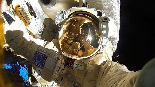 Passeggiata nello spazio di due cosmonauti russi (Anton Shkaplerov e Alexandr Misurkin) - Sputnik Italia