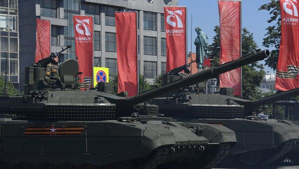 T-90M Proryv ('Breakthrough') tanks at the June 24, 2020 parade in Moscow. - Sputnik Italia