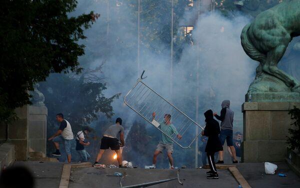 Proteste a Belgrado, Serbia, l'8 luglio 2020 - Sputnik Italia