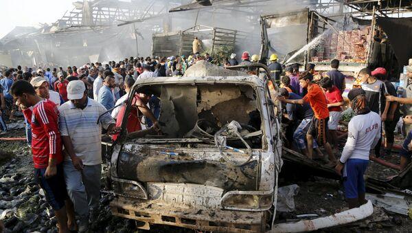 Attentato jihadista al mercato centrale di Baghdad. Un camion bomba carico di esplosivo è saltato in aria nelle prime ore di oggi dopo avere raggiunto il centro del piazzale, provocando la morte di oltre 70 persone ed il ferimento di almeno altre 200. - Sputnik Italia