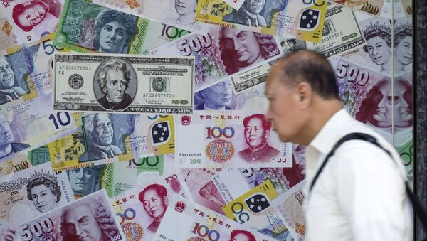 A man walks past an advertisement promoting China's renminbi (RMB) or yuan, U.S. dollar and Euro exchange services at foreign exchange store in Hong Kong, China, August 13, 2015 - Sputnik Italia