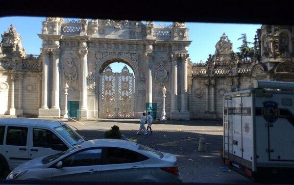 Il palazzo Dolmabahce di Istanbul dopo l'attacco - Sputnik Italia